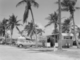 Trailer Camp in Palm Grove, Car and Trailer in Foreground, Florida Fotografisk tryk af H. Armstrong Roberts