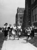 Children Running By School Fotografie-Druck von H. Armstrong Roberts