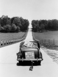 Back View of Car With Just Married Sign Fotografisk tryk af H. Armstrong Roberts