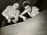 Women Working on WWII Aircraft Assembly Reproduction photographique par George Marks