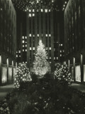 Rockefeller Center Decorated For Christmas, New York City Reproduction photographique par George Marks