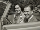 Couple Eating Ice Cream in Car Photographie par George Marks