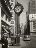 A Street Clock on Fifth Ave., NYC Photographie par George Marks
