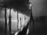 Rainy Embankment Papier Photo