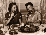 Teenage Girl and Boy (15-17) Eating Turkey Dinner Reproduction photographique