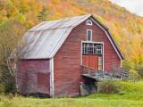 Barn in Vermont's Green Mountains, Hancock, Vermont, USA Fotografie-Druck von Jerry & Marcy Monkman