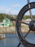 Fisherman's Point, Boat Wheel in Front of Harbor, Twillingate, Newfoundland and Labrador, Canada Fotografie-Druck von Cindy Miller Hopkins