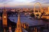 Panoramisch beeld van Londen met centraal de Thames Poster