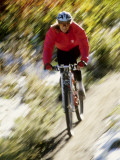 Recreational Mountain Biker Riding on the Trails Reproduction photographique
