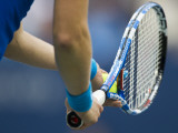 Detail of Tennis Player Holding the Racquet and Ball About to Serve Impressão fotográfica