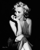 Marilyn Monroe - Sitting Affiches