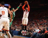 Boston Celtics v New York Knicks - Game Four, New York, NY - April 24: Carmelo Anthony and Paul Pie Fotografisk tryk