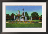 Hartford, Connecticut - Corning Fountain View with State Capitol Bldg in Distance Prints