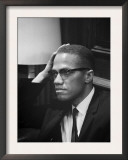 Malcolm X waits at Martin Luther King Press Conference, 1964 ポスター