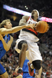Dallas Mavericks v Portland Trail Blazers - Game Six, Portland, OR - APRIL 28: Gerald Wallace and D Photographie par Steve Dykes