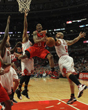Atlanta Hawks v Chicago Bulls - Game Two, Chicago, IL - MAY 04: Jeff Teague, Loul Deng, Joakim Noah Foto af Jonathan Daniel
