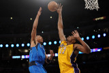 Dallas Mavericks v Los Angeles Lakers - Game One, Los Angeles, CA - MAY 02: Shawn Marion and Andrew Lámina fotográfica por Harry How