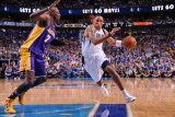 Los Angeles Lakers v Dallas Mavericks - Game Four, Dallas, TX - MAY 8: Shawn Marion and Lamar Odom Lámina fotográfica por Andrew Bernstein