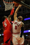 Atlanta Hawks v Chicago Bulls - Game Two, Chicago, IL - MAY 04: Josh Smith and Carlos Boozer Fotografisk tryk af Jonathan Daniel