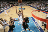 Portland Trailblazers v Dallas Mavericks - Game Five, Dallas, TX - APRIL 25: Shawn Marion and LaMar Lámina fotográfica por Glenn James