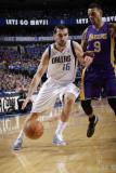 Los Angeles Lakers v Dallas Mavericks - Game Three, Dallas, TX - MAY 6: Peja Stojakovic and Matt Ba Fotografisk tryk af Danny Bollinger