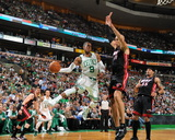 Miami Heat v Boston Celtics - Game Four, Boston, MA - MAY 9: Rajon Rondo and Zydrunas Ilgauskas Fotografisk tryk af Brian Babineau