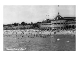 Santa Cruz, California - Crowds on the Beach Photograph Affiche