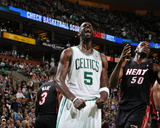 Miami Heat v Boston Celtics - Game Four, Boston, MA - MAY 9: Kevin Garnett Fotografisk tryk af Brian Babineau