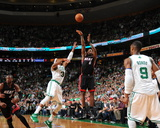 Miami Heat v Boston Celtics - Game Four, Boston, MA - MAY 9: LeBron James and Paul Pierce Fotografisk tryk af Brian Babineau