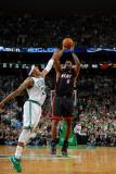 Miami Heat v Boston Celtics - Game Four, Boston, MA - MAY 9: LeBron James and Paul Pierce Fotografisk tryk af Brian Babineau