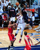 Chicago Bulls v Atlanta Hawks - Game Six, Atlanta, GA - MAY 12: Josh Smith, Joakim Noah and Kyle Ko Fotografisk tryk af Scott Cunningham