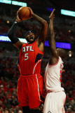 Atlanta Hawks v Chicago Bulls - Game Five, Chicago, IL - MAY 10: Josh Smith and Loul Deng Fotografisk tryk af Jonathan Daniel