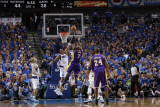 Los Angeles Lakers v Dallas Mavericks - Game Three, Dallas, TX - MAY 6: Lamar Odom and Shawn Marion Lámina fotográfica por Danny Bollinger