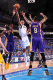 Los Angeles Lakers v Dallas Mavericks - Game Three, Dallas, TX - MAY 6: Shawn Marion, Lamar Odom an Photographic Print by Andrew Bernstein