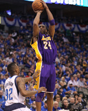 Los Angeles Lakers v Dallas Mavericks - Game Three, Dallas, TX - MAY 6: Kobe Bryant and DeShawn Ste Photographic Print by Ronald Martinez