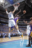 Los Angeles Lakers v Dallas Mavericks - Game Three, Dallas, TX - MAY 6: Lamar Odom and Tyson Chandl Photographic Print by Glenn James