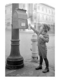 Boy Mailing Letter, Early 1900s Reproduction proc&#233;d&#233; gicl&#233;e par Marvin Boland