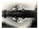 Mount Rainier From Spanaway Lake, 1922 Reproduction procédé giclée par Asahel Curtis