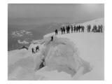 Mountain Climbers Ascending Mount Baker, 1908 Giclée-Druck von Asahel Curtis