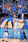 Oklahoma City Thunder v Dallas Mavericks - Game One, Dallas, TX - MAY 17: Kendrick Perkins and Tyso Fotografisk tryk af Andrew Bernstein