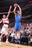Dallas Mavericks v Portland Trail Blazers - Game Three, Portland, OR - APRIL 21: Peja Stojakovic an Fotografisk tryk af Sam Forencich