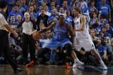 Oklahoma City Thunder v Dallas Mavericks - Game One, Dallas, TX - MAY 17: Kendrick Perkins and Dirk Fotografisk tryk af Danny Bollinger