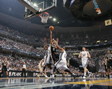 San Antonio Spurs v Memphis Grizzlies - Game Six, Memphis, TN - APRIL 29: Tony Parker and Mike Conl Foto af Joe Murphy