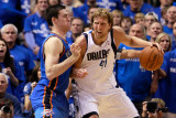 Oklahoma City Thunder v Dallas Mavericks - Game One, Dallas, TX - MAY 17: Dirk Nowitzki and Nick Co Photographic Print by Tom Pennington