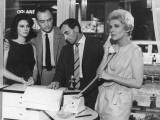 Charles Aznavour, Giovanna Ralli, Raymond Pellegrin and Danielle Godet: Horace 62, 1962 Fotografie-Druck von Marcel Dole