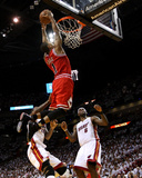 Chicago Bulls v Miami Heat - Game Four, Miami, FL - MAY 24: Derrick Rose, LeBron James and Udonis H Fotografie-Druck von Mike Ehrmann