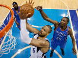 Oklahoma City Thunder v Dallas Mavericks - Game Two, Dallas, TX - MAY 19: Tyson Chandler and Kevin  Photographic Print by Pool