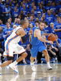 Dallas Mavericks v Oklahoma City Thunder - Game Four, Oklahoma City, OK - MAY 23: Jose Barea, Russe Lmina fotogrfica por Layne Murdoch