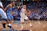 Oklahoma City Thunder v Dallas Mavericks - Game Two, Dallas, TX - MAY 19: Jose Barea, Eric Maynor Lmina fotogrfica por Andrew Bernstein