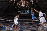 Oklahoma City Thunder v Dallas Mavericks - Game Two, Dallas, TX - MAY 19: Eric Maynor and Peja Stoj Photographic Print by Danny Bollinger